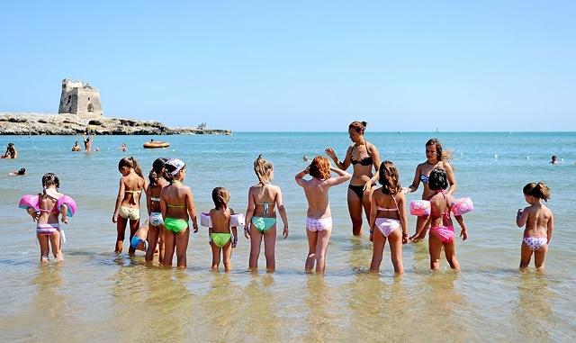 mini club bambini in spiaggia villaggio gargano peschici