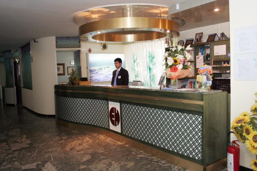 accoglienza hotel sul mare torre canne