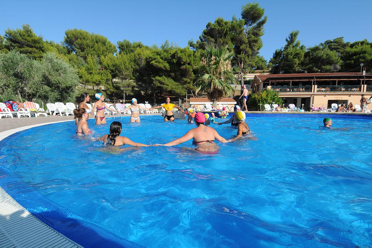 Animazione piscina villaggio residence gargano vieste sul mare hotel e villaggi in puglia my - Residence puglia mare con piscina ...