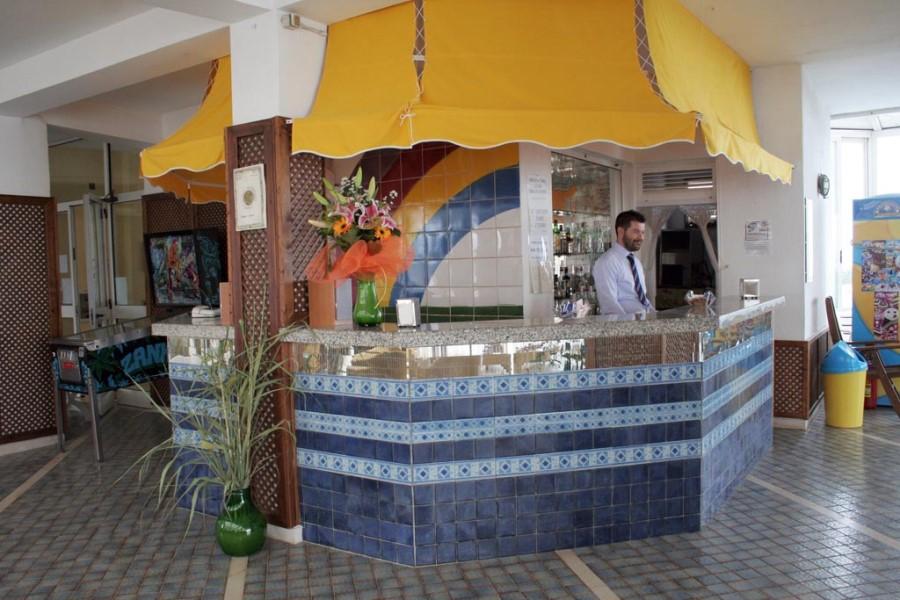 bar hotel direttamente sul mare puglia