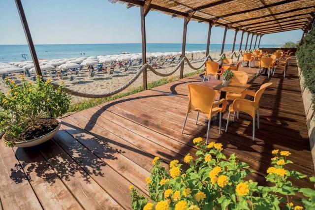 hotel direttamente sul mare puglia spiaggia