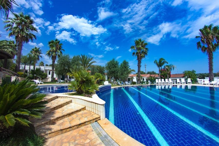 hotel ostuni puglia bella piscina