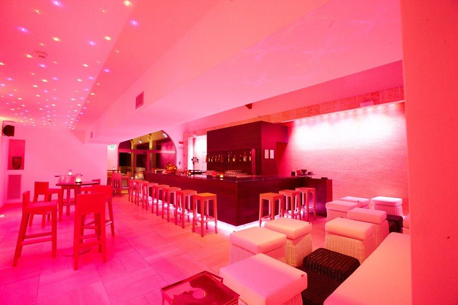 lounge bar resort salento sul mare puglia