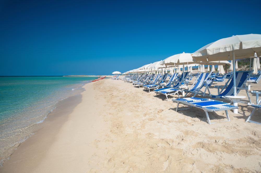 ombrelloni spiaggia villaggio salento lido marini