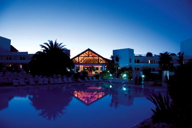 Paesaggio notte villaggio basilicata sul mare hotel e villaggi in puglia my apulia style - Villaggio club giardini d oriente ...
