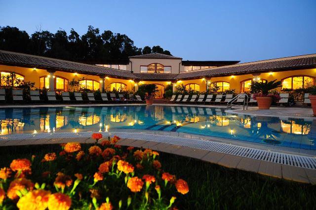 panoramica piscina sera vascellero villaggio bambini gratis calabria