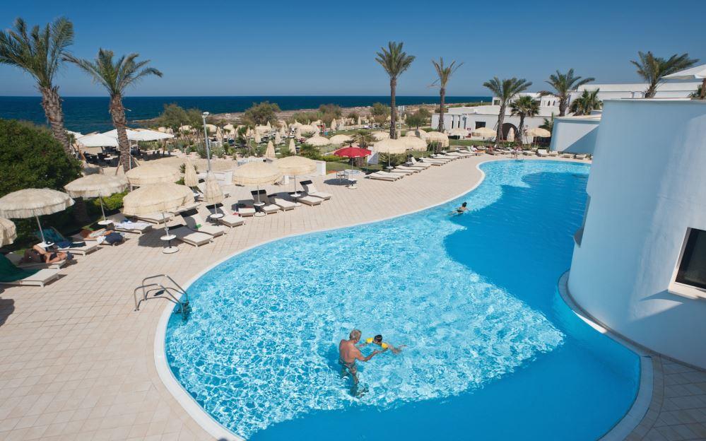 piscina bambini resort polignano puglia