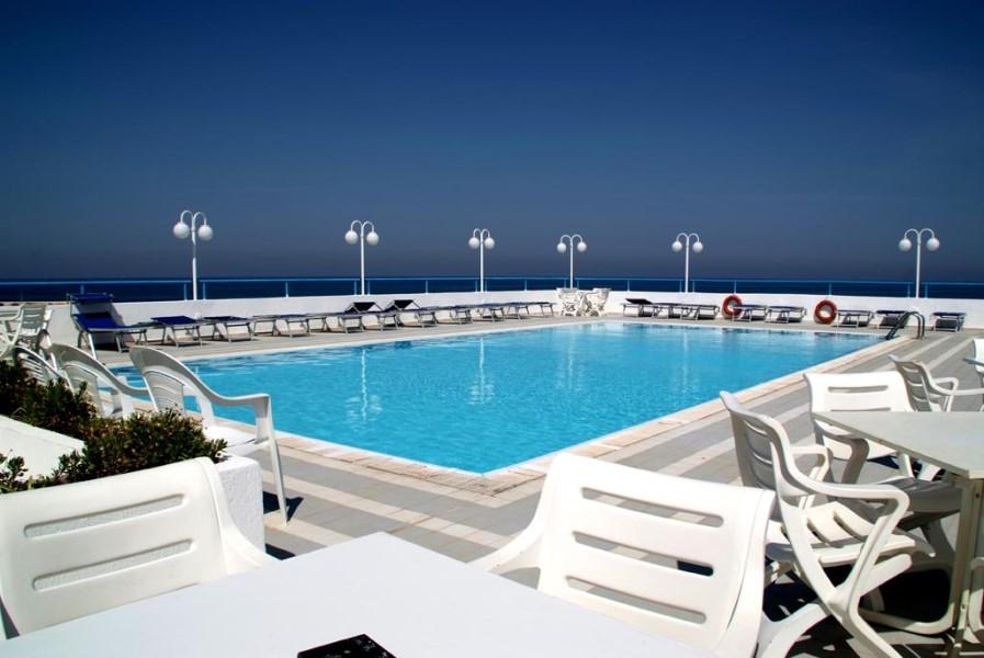 piscina bella hotel sul mare puglia torre canne