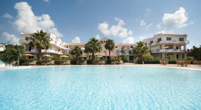 piscina con panorama hotel club vieste