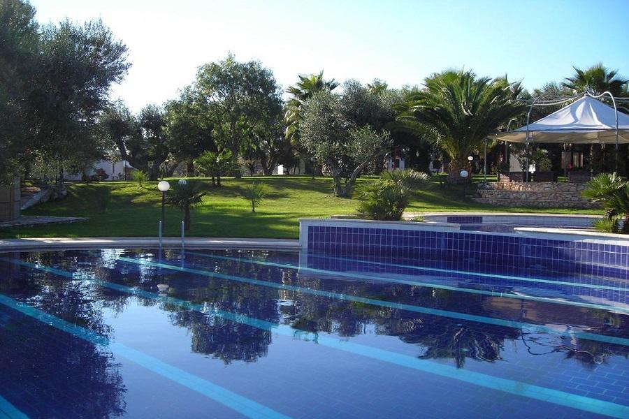 piscina giardino hotel ostuni puglia