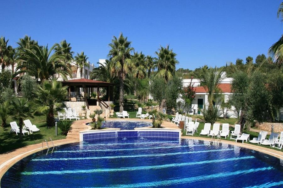 piscina vista hotel ostuni puglia