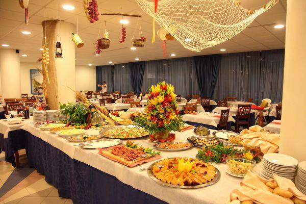 pranzo villaggio sul mare lido marini