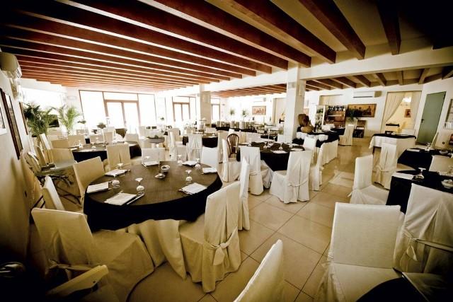 sala ristorante hotel direttamente sul mare puglia