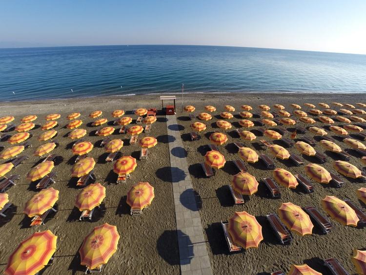 spiaggia calabria villaggio sul mare