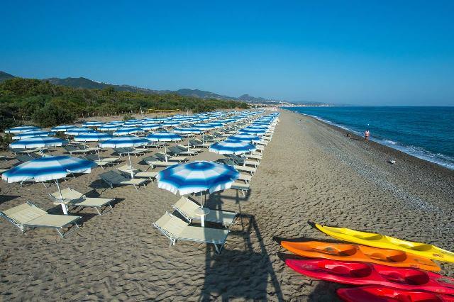 spiaggia vascellero ombrelloni villaggio bambini gratis calabria