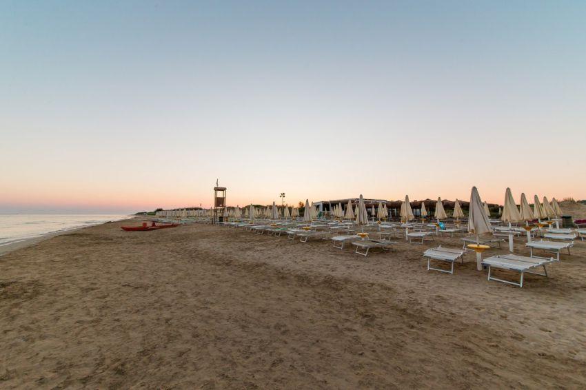 spiaggia villaggio all inclusive salento