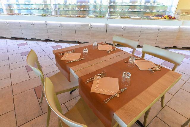 tavolo ristorante vascellero calabria villaggio bambini gratis calabria