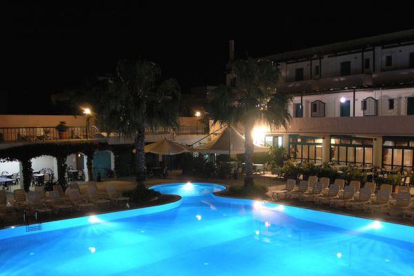 vista piscina villaggio salento sul mare lido marini