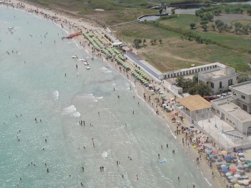 vista spiaggia hotel direttamente sul mare puglia