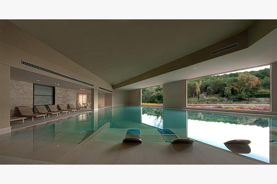 coperta piscina otranto hotel benessere