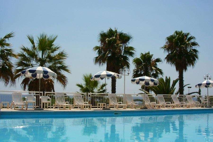 piscina hotel salento
