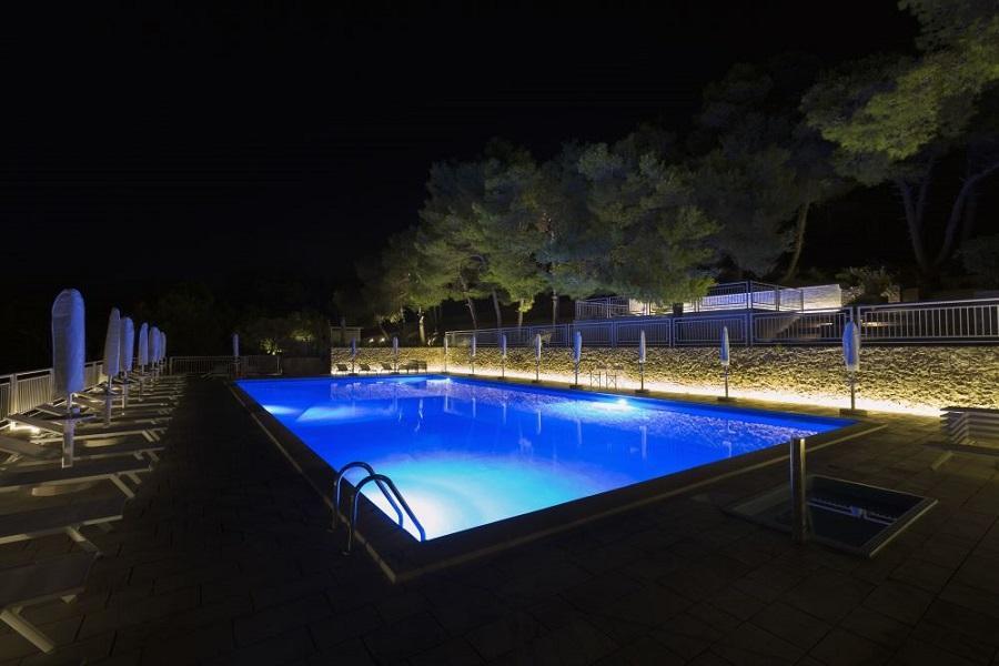 piscina sera hotel salento