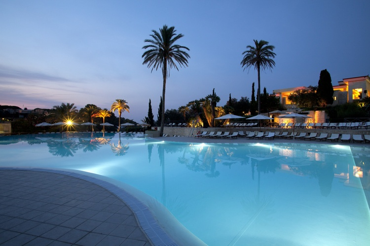 piscina villaggio all inclusive sul mare salento