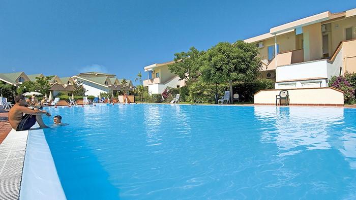 piscina villaggio calabria sul mare
