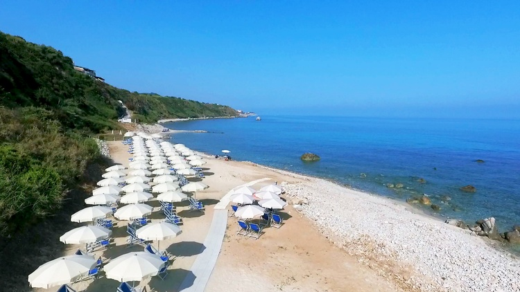 spiaggia villaggio all inclusive tropea sul mare