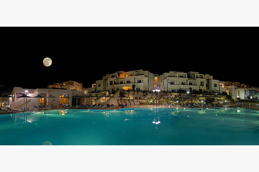 vista piscina sera hotel benessere otranto