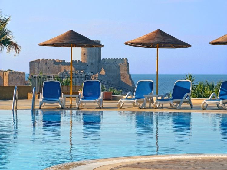 piscina panoramica le castella villaggio sul mare