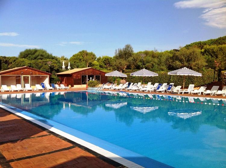piscina solarium le castella