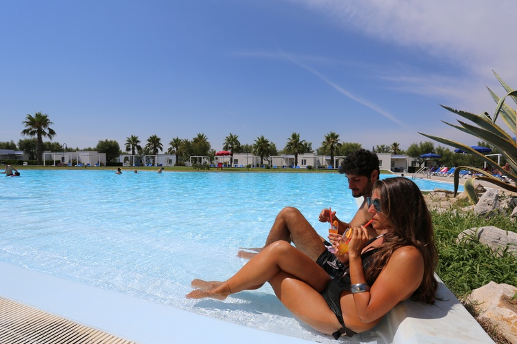 villaggio salento all inclusive sul mare rinalda piscina coppia