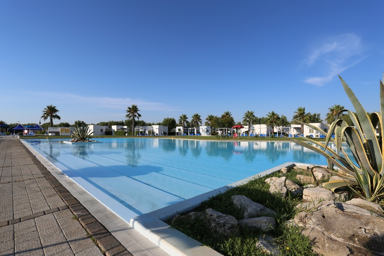 villaggio salento all inclusive sul mare rinalda piscina