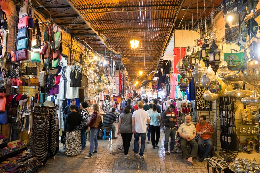 depositphotos_112579600-stock-photo-shopping-in-marrakech