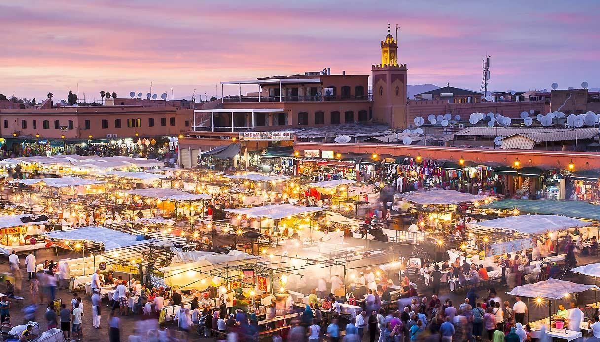 marrakech-piazza-jemaa-el-fna-tramonto-t