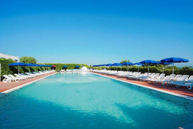piscina bambini club resort salento sul mare