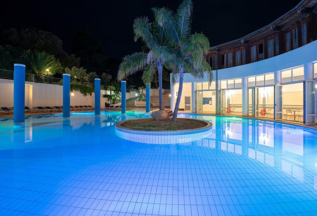 Maritalia-Club-Villa-piscina-1-tSa-1100X750