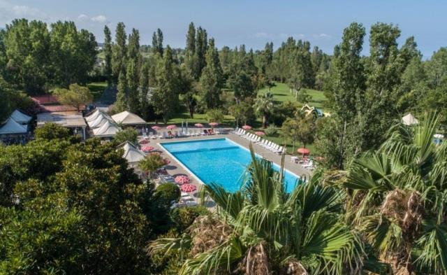 vista piscina villaggio club scalea